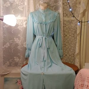 Vintage 70s prim and proper peignoir set